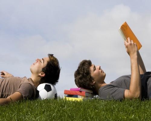 15 carti pe care adolescentii de pana in 18 ani trebuie sa le citeasca
