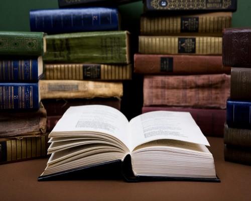 Top 3 carti de istorie din care intelegem mai bine istoria omenirii