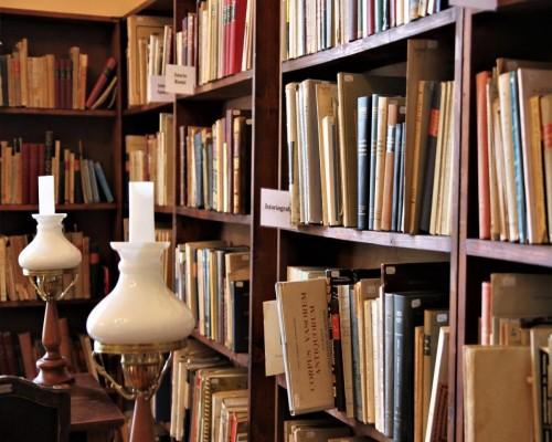3 Carti ale autorilor romani care ar trebui sa fie in manualele de liceu