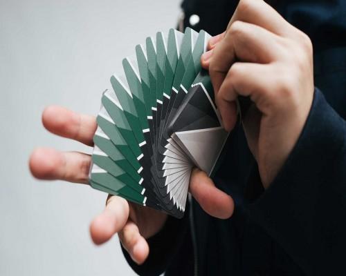 Simple si totodata complexe. 4 trucuri cu carti pe care trebuie sa le incerci.